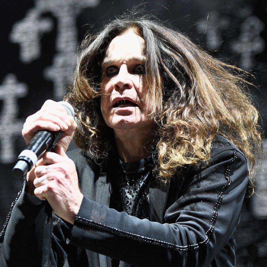 John Michael Ozzy Osbourne Birmingham 3 dicembre 1948 è un cantautore compositore e attore britannico divenuto famoso prima con i Black Sabbath e poi con una